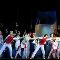 – Ballett und Chor © Asher Smith
