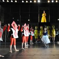 – Sophie im Wunderland \ Am Hof der Herzogin: Valerie Stoiber, Liliya Markina, SIBA Tanzschule und Ballettensemble © Jürgen Frahm
