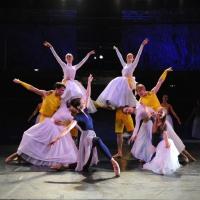 – Sophie im Wunderland \ Zurück in der Ballettschule: Liliya Markina, Valerie Stoiber und Ballettensemble © Jürgen Frahm