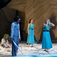 – Frances Pappas, Emily Righter, Kirsten Blaise und Chor © Christina Canaval