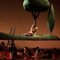 – Anthony Roth Costanzo und Chor © Anna-Maria Löffelberger