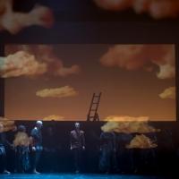 – Chor und Anthony Roth Costanzo © Anna-Maria Löffelberger