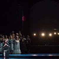 – Anne-Fleur Werner und Opernchor © Anna-Maria Löffelberger