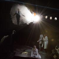– Benjamin Bruns, Jacquelyn Wagner und Ensemble © Anna-Maria Löffelberger