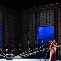 – Mitglieder des Chores des Salzburger Landestheater, Franz Supper und Jana Baumeister © Anna-Maria Löffelberger