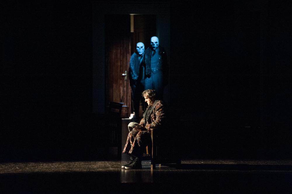 Rigoletto / Ivan Inverardi und Chor